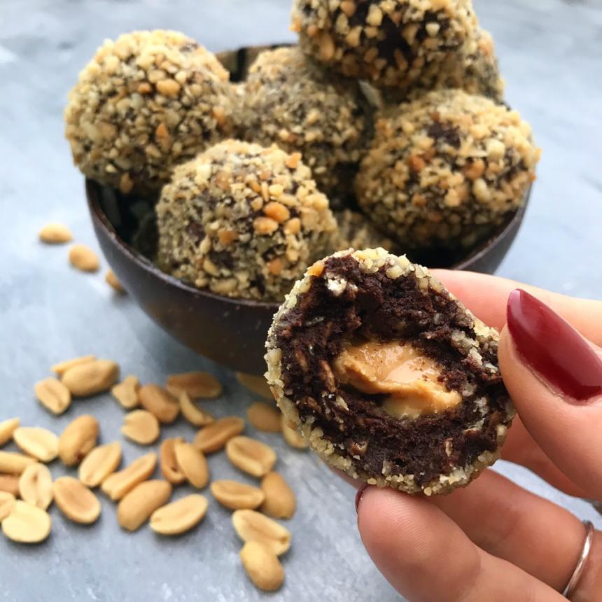 Opskrift på sunde snickerskugler med peanutbutter