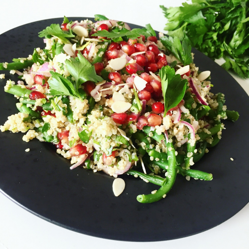 Salat med quinoa, granatæble og grønne bønner