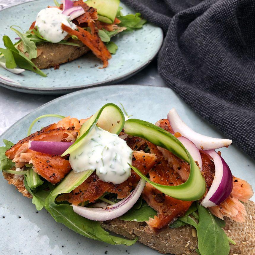 Laksemad med agurk og grønt