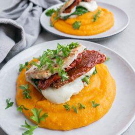 Fyldte koteletter med gulerodsmos