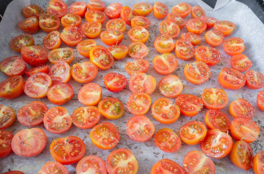 Semitørrede tomater inden bagning