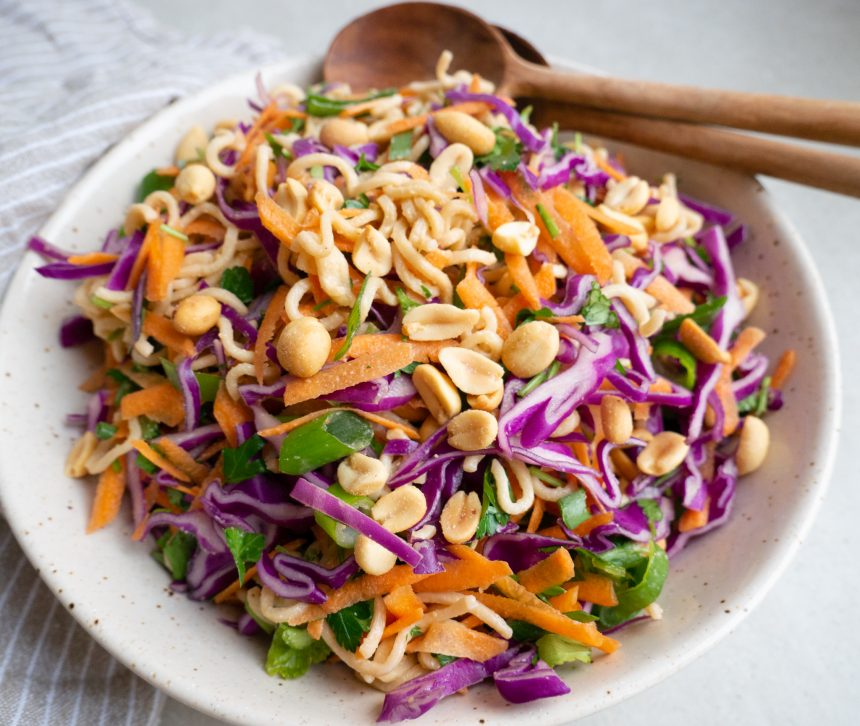Asiatisk nudelsalat med peanuts
