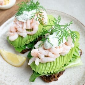 Rejemad med avocado og dildmayo