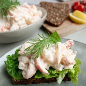 Nem og lækker opskrift på hjemmelavet skaldyrssalat