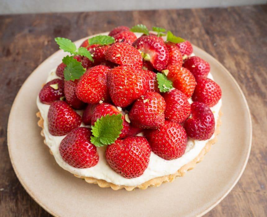 nem og hjemmelavet jordbærtærte