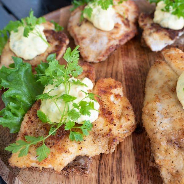 smørrebrød med fiskefilet og remoulade