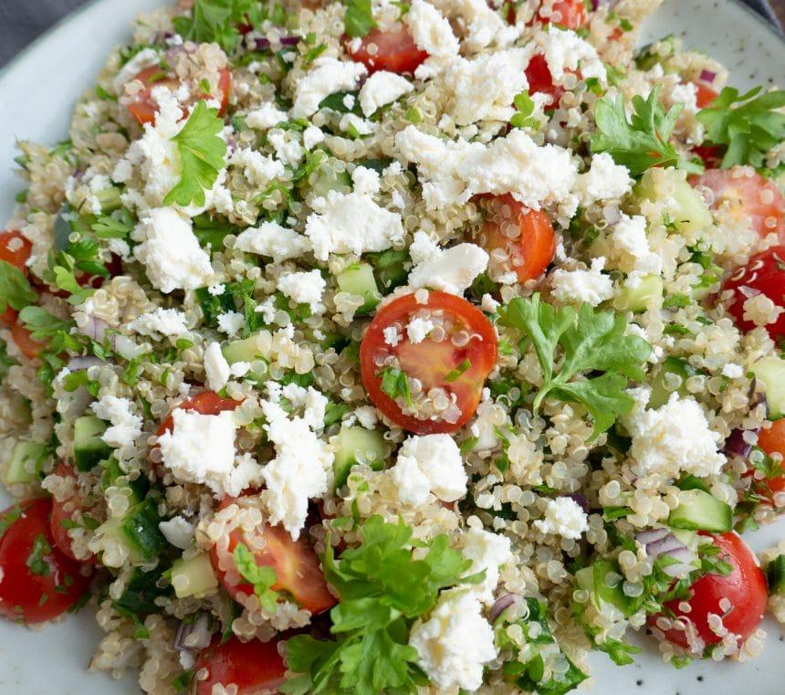 Quinoasalat med feta og og cherrytomater