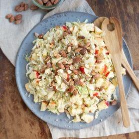 Opskrift på Quinoasalat med spidskål og æble