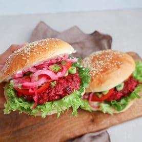 Opskrift på vegetarburger med rødbedebøffer