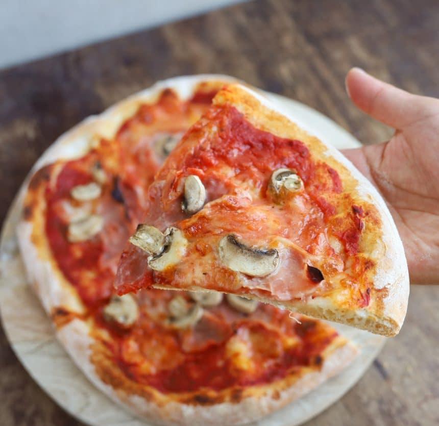 Opskrift på pizza med skinke og champignon