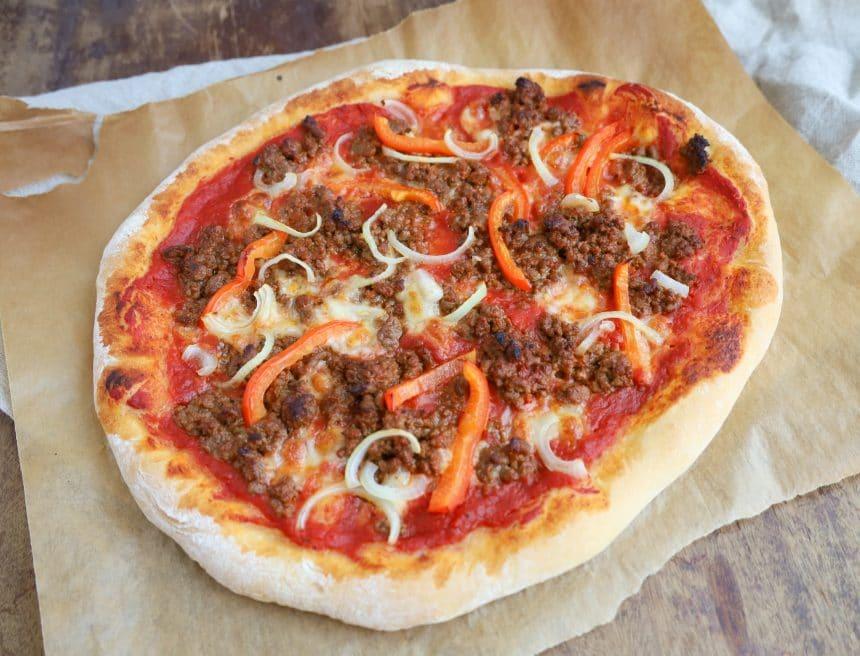 Opskrift på pizza med oksekød og peberfrugt