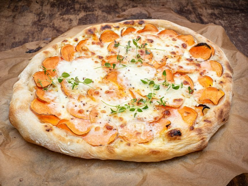 Opskrift på pizza med søde kartofler med hvidløg