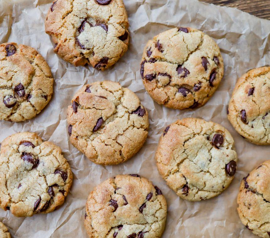 Opskrift på cookies med marcipan og mørk chokolade