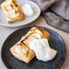 Butterdej med æble og remonce